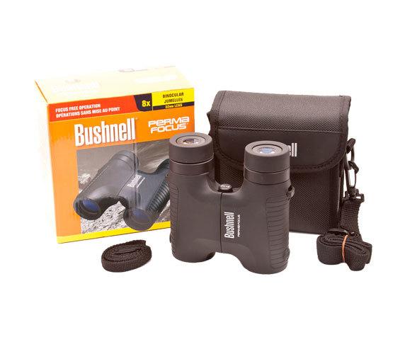 Комплект поставки PermaFocus: бинокль, футляр, крышки окуляров, ремень