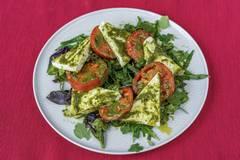 Салат с тархуном и домашним сыром