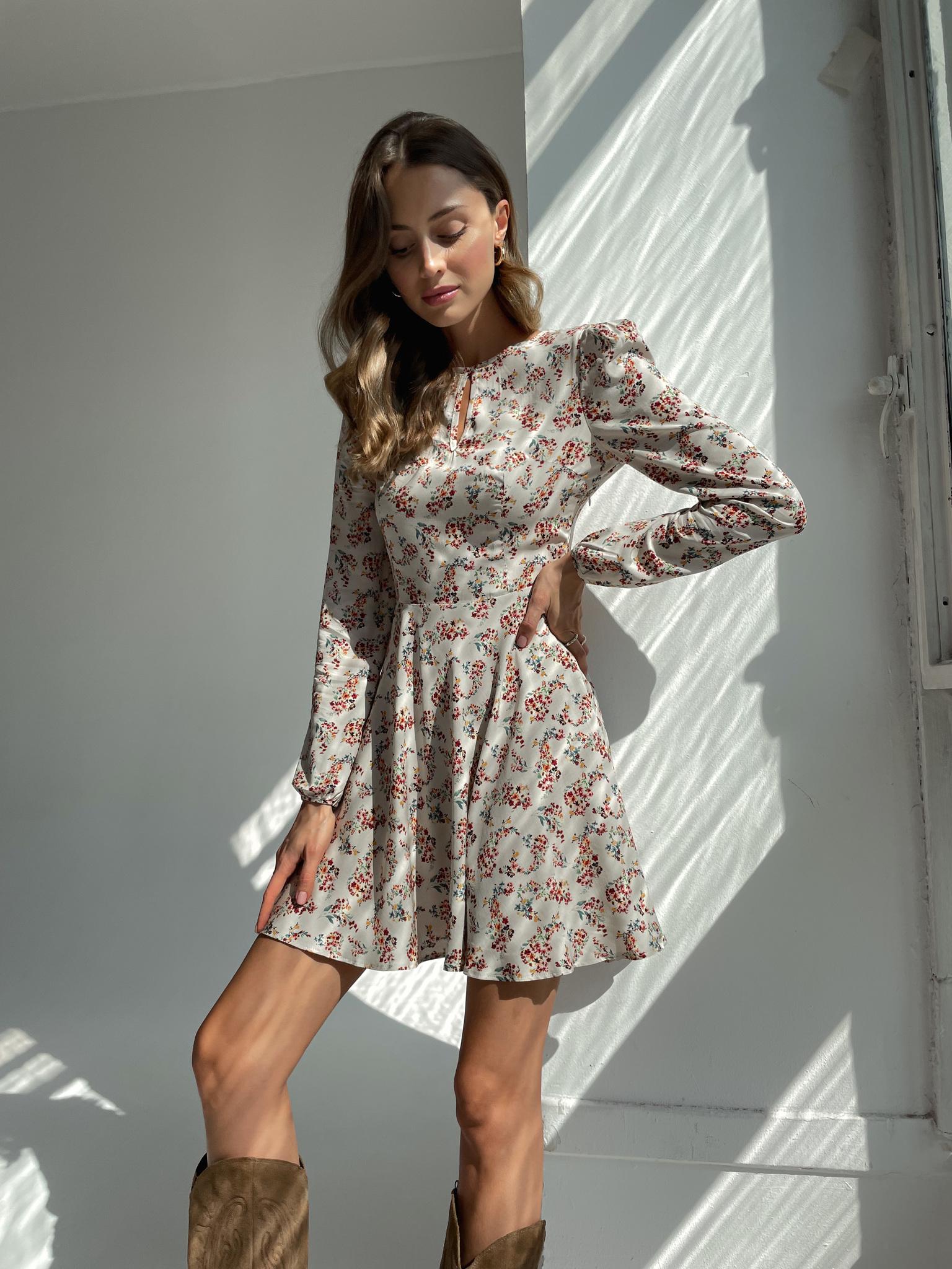 Платье с пышным рукавом и короткой юбкой солнце (цветы на бежевом)