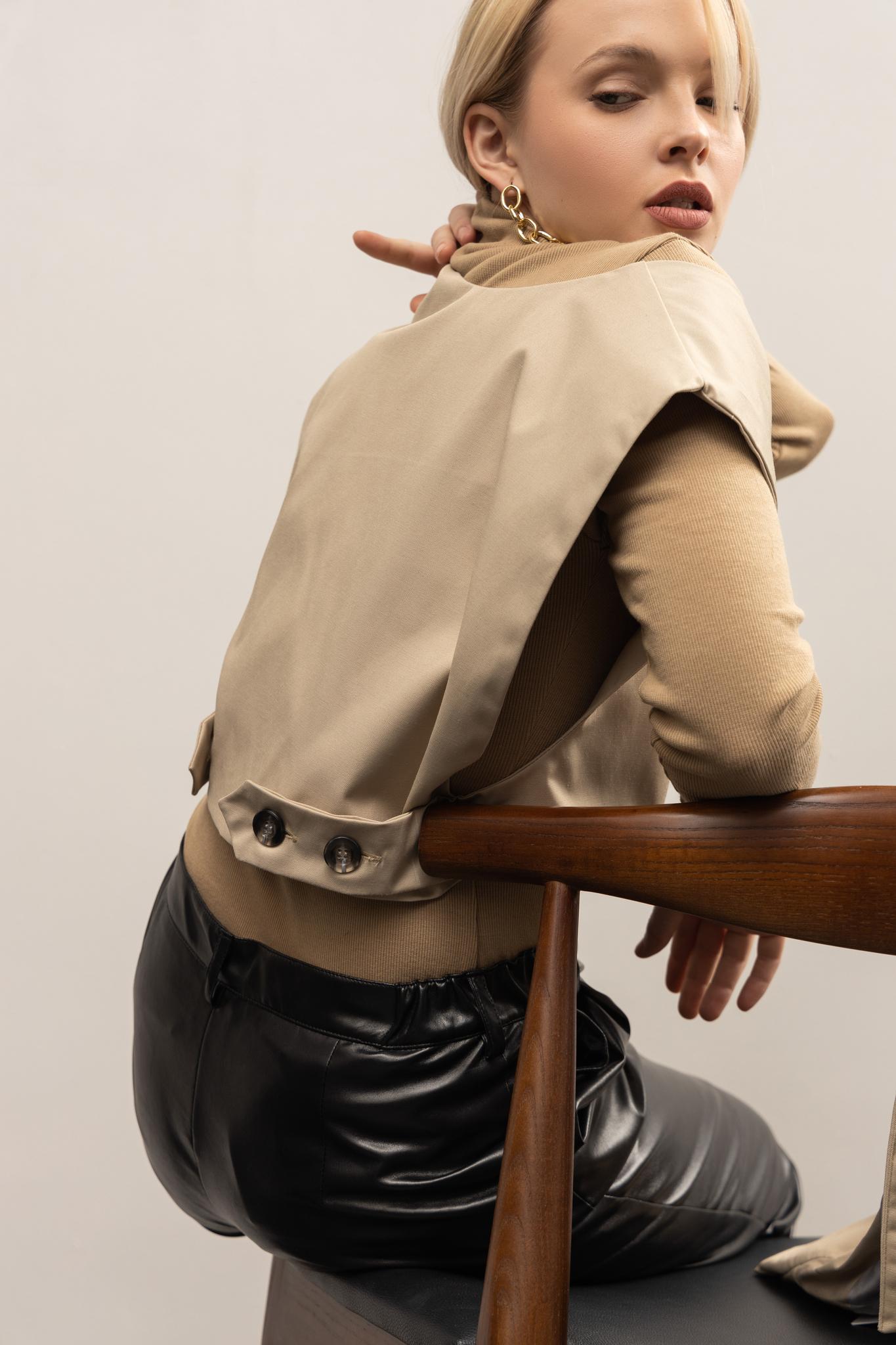 Тренч бежевый со съемной жилеткой