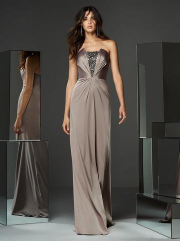 Вечернее платье классическое прямого кроя