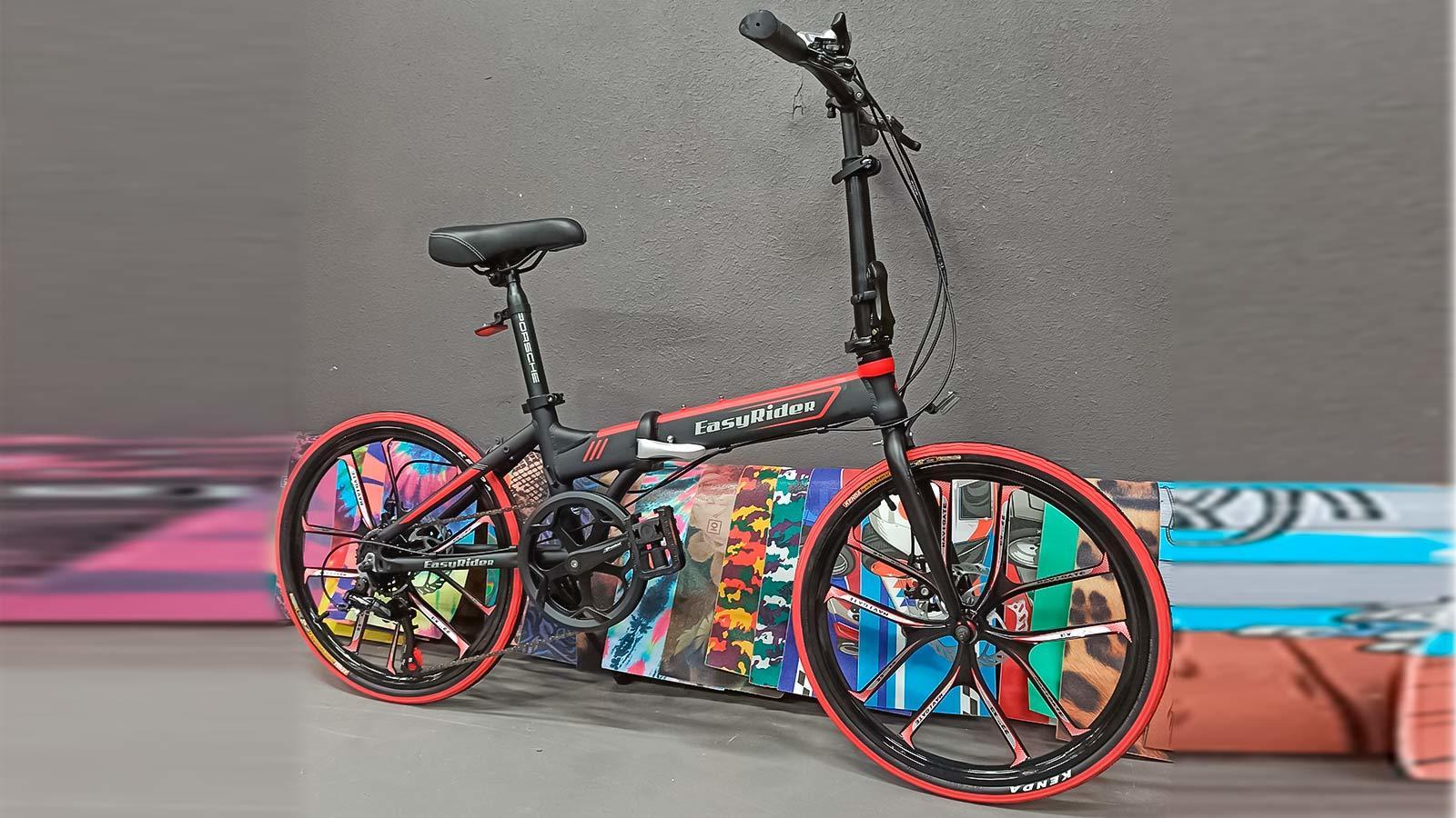 черно-красный складной велосипед