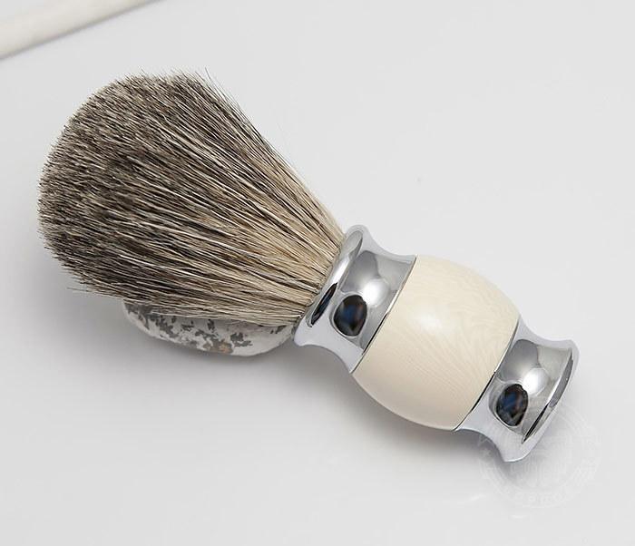 RAZ303-4 Помазок для бритья из барсучего волоса