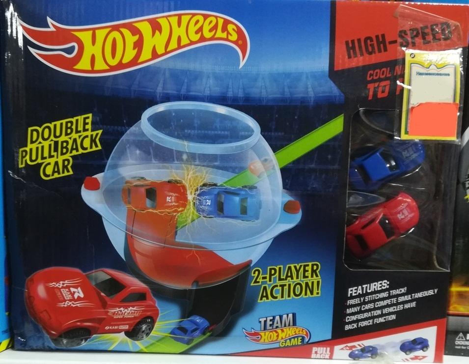Столкни две машинки на гонке в шаре