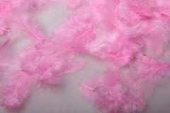 Перья ярко розовые в пакете 4-7 см 10 гр