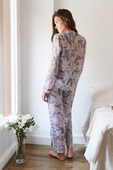 Класична довга піжама з квітковим принтом