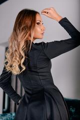 Черное платье с рукавами клеш недорого