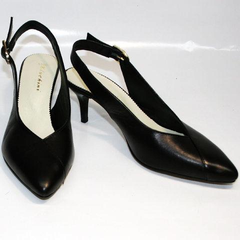 Женские кожаные туфли на низком каблуке. Черные закрытые босоножки Kluchini 5190.  39-й размер