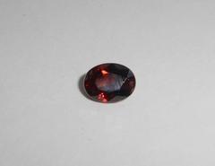 Циркон красный натуральный 7.7 x 5.8 мм овал