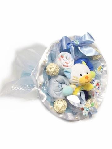 Букет из детской одежды в руку