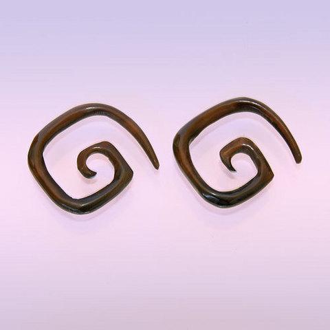 Cерьги. Мистическая спираль из рога.