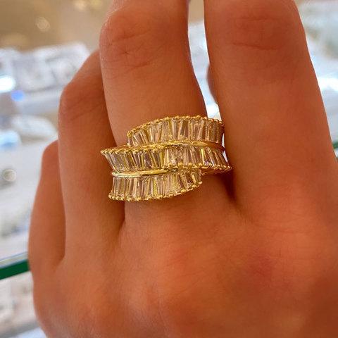 Кольцо с трапецевидными цирконами золотой (юв.сплав)
