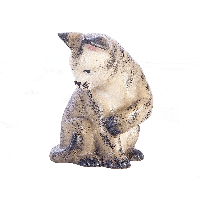Кошка сидит