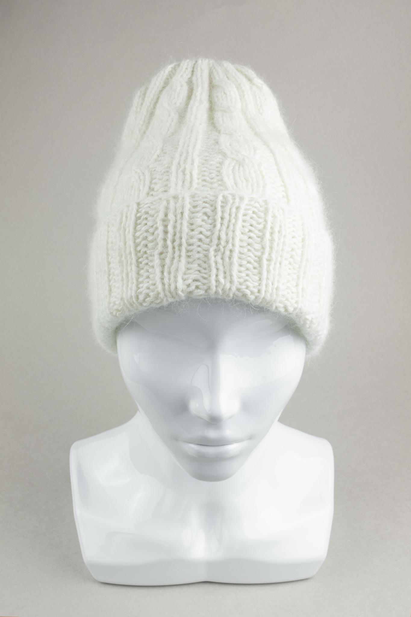 Вязаная женская шапка с отворотом из ангоры белая шерсть