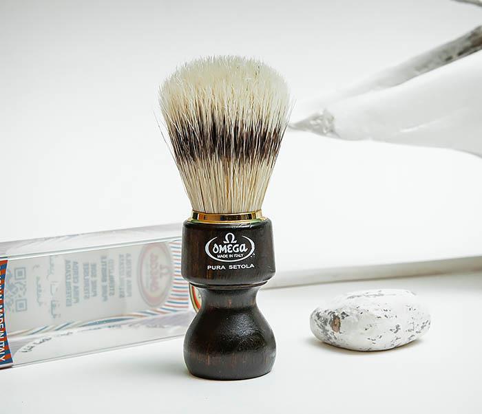 RAZ503 Помазок «OMEGA» с рукояткой из дерева, щетина кабана