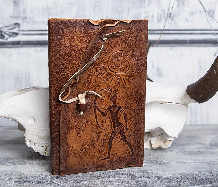 BY01-06-07 Прикольный кожаный блокнот «Лучник» с застежкой - клыком (А5)