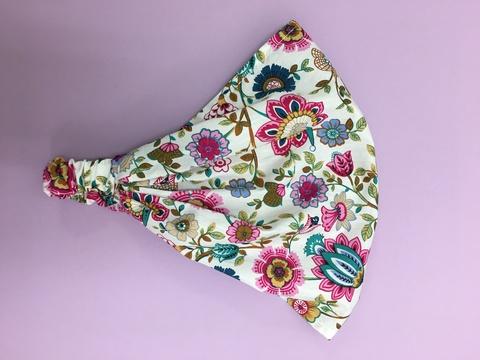 Летняя бандана- косынка с цветочками на белом фоне