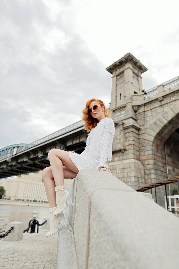 Красивый белый вязанный жакет от Chanel, 34 размер