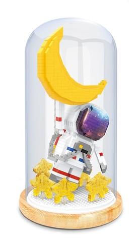 Конструктор в колбе Wisehawk Космонавт с луной и звездами 615 деталей NO. 2692 Astronaut with moon and stars Keep Joy Series