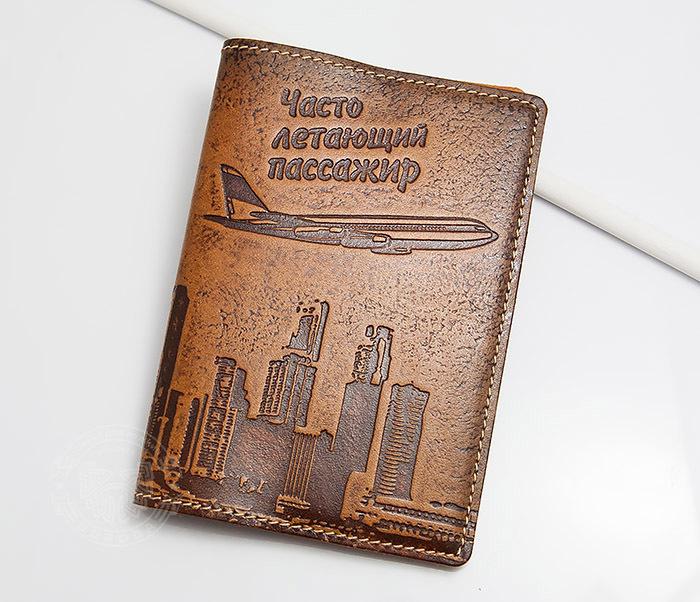 BY14-29-07 Кожаная бложка для паспорта «Часто Летающий Пассажир»