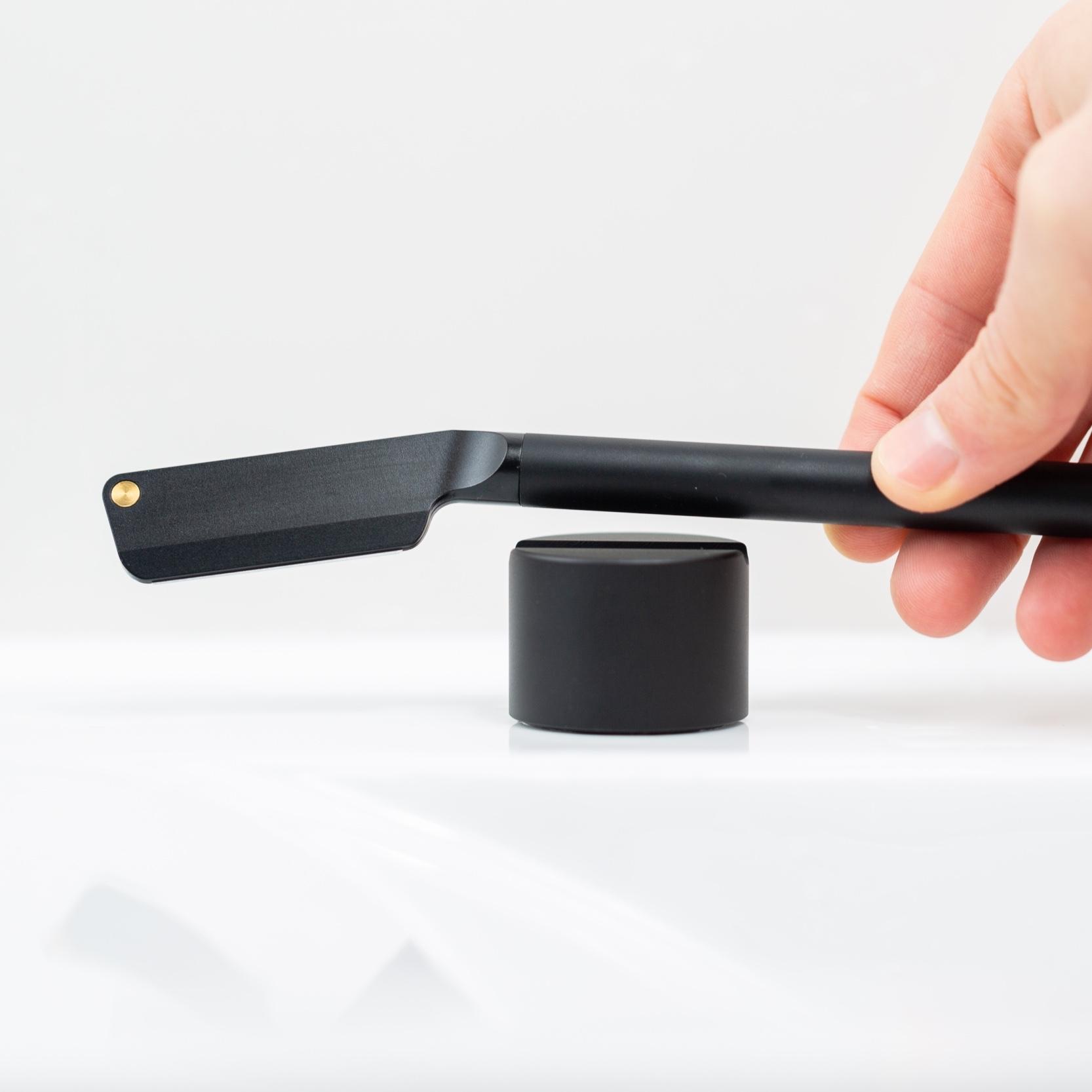 Morrama Black Angle Kit — бритва с подставкой