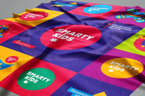 Фирменный шейный платок из атласа
