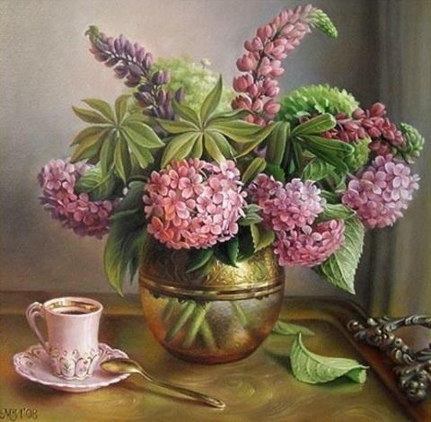 Алмазная Мозаика 20x30 Сирень в железной вазе и кружка на столе