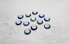 Стразы в синей оправе с декоративной серединкой