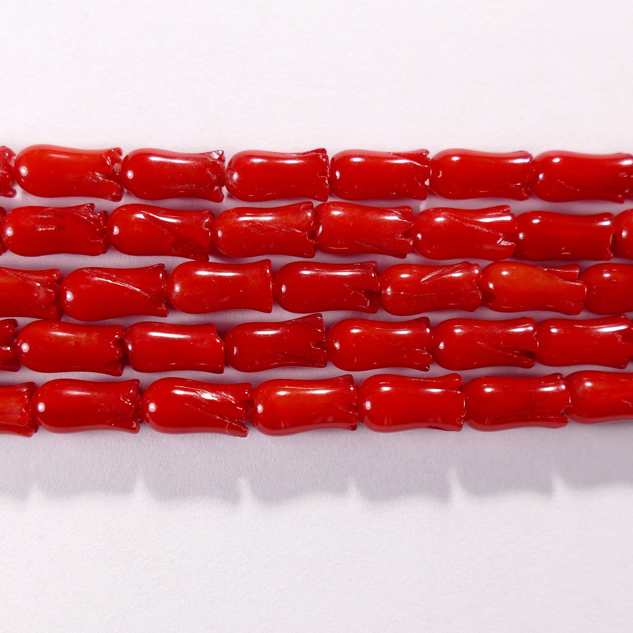 Нить бусин из коралла красного, облагороженного, фигурные, 4x8 мм (цилиндр-тюльпан, гладкая)