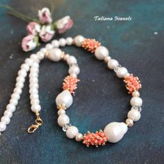Ожерелье из натурального жемчуга и коралла