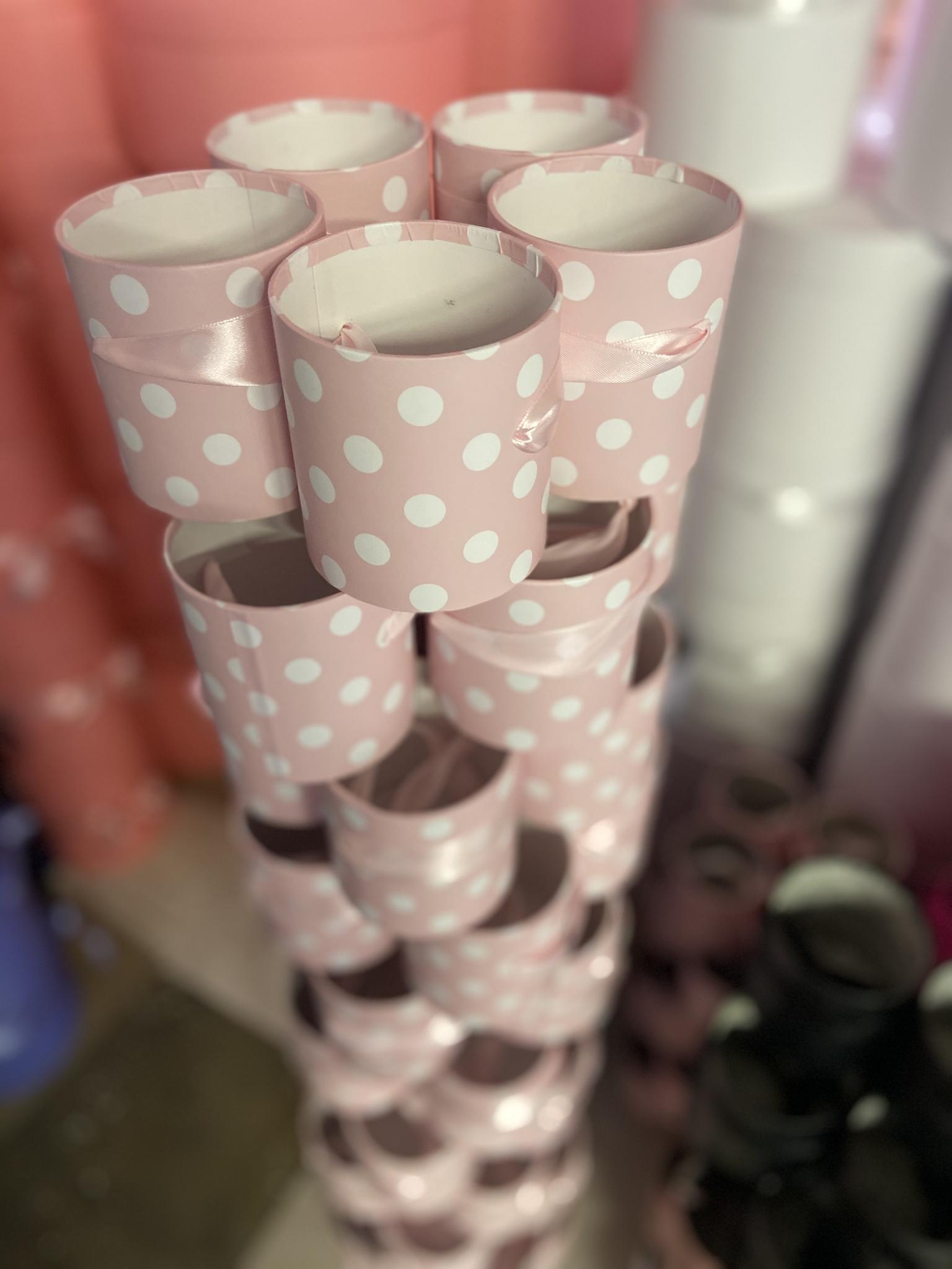 Шляпная коробка эконом вариант 8 см . Нежно розовая в  горох . Розница 150 рублей .