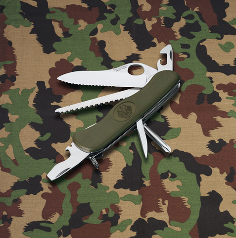 Нож Victorinox Military, 111 мм, 11 функций, зеленый123