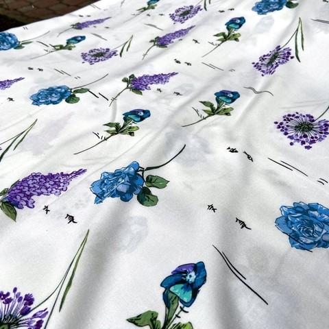 вискоза белая с синими и сиреневыми цветами фото