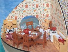 Комплект кукольной мебели для кухни и столовой с семейкой зверушек