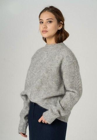 Объемный свитер из мохера