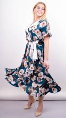 Агата. Легка сукня для великих розмірів. Троянда смарагд.