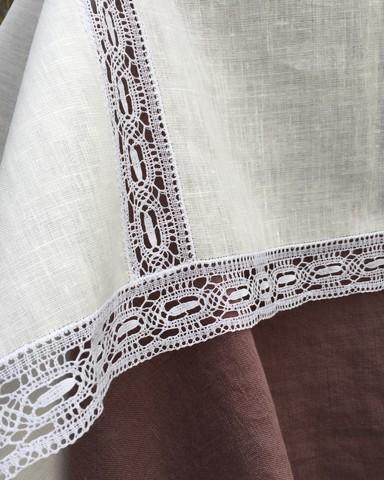 Скатерть льняная белая с вышивкой и белым Вологодским кружевом 150 х 150 см