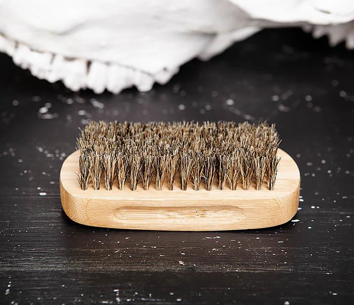 RAZ448 Крупная щетка для бороды из дерева