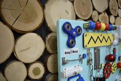 Бизиборд компакт с бирюзовой основой и счетами для мальчика