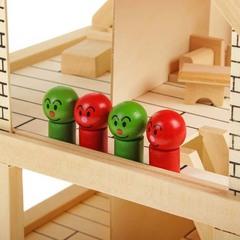 Игрушечный деревянный дом с набором для раскрашивания и клеем