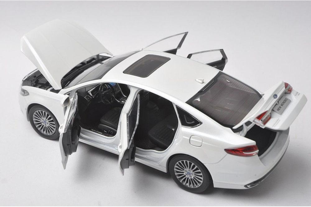 Коллекционная модель FORD MONDEO 2017 WHITE