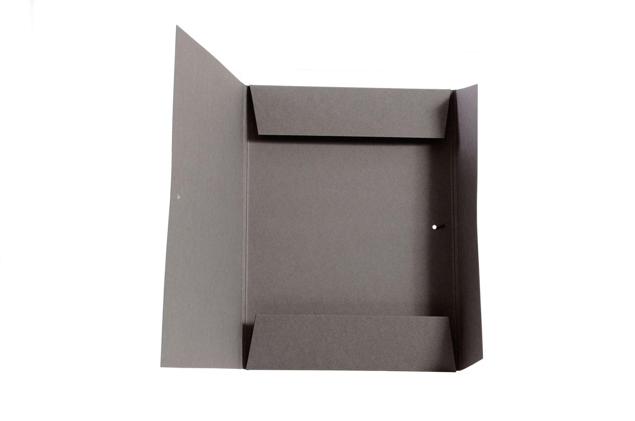Вырубная папка  из плотного  600 гр  картона с вырубкой, резинкой и пуговицей