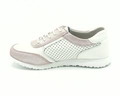 Белые кожаные кроссовки с перфорацией и розовыми вставками