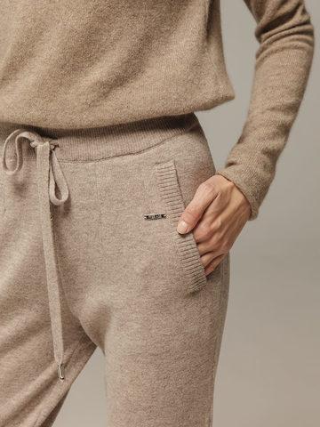 Женские брюки песочного цвета с карманами из шерсти и кашемира - фото 4