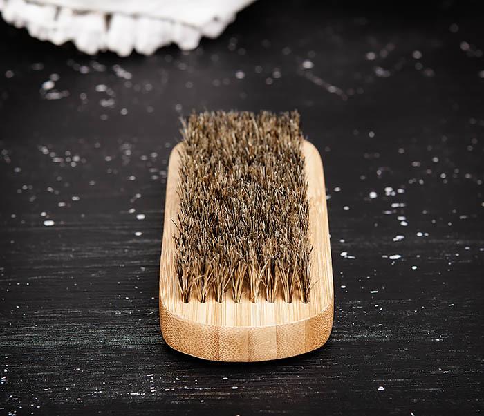 RAZ448 Крупная щетка для бороды из дерева фото 03