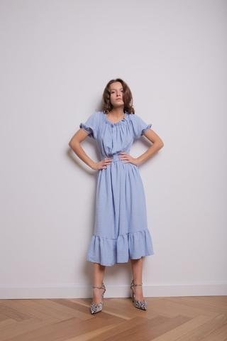 Платье со спущенными плечиками   голубой цвет