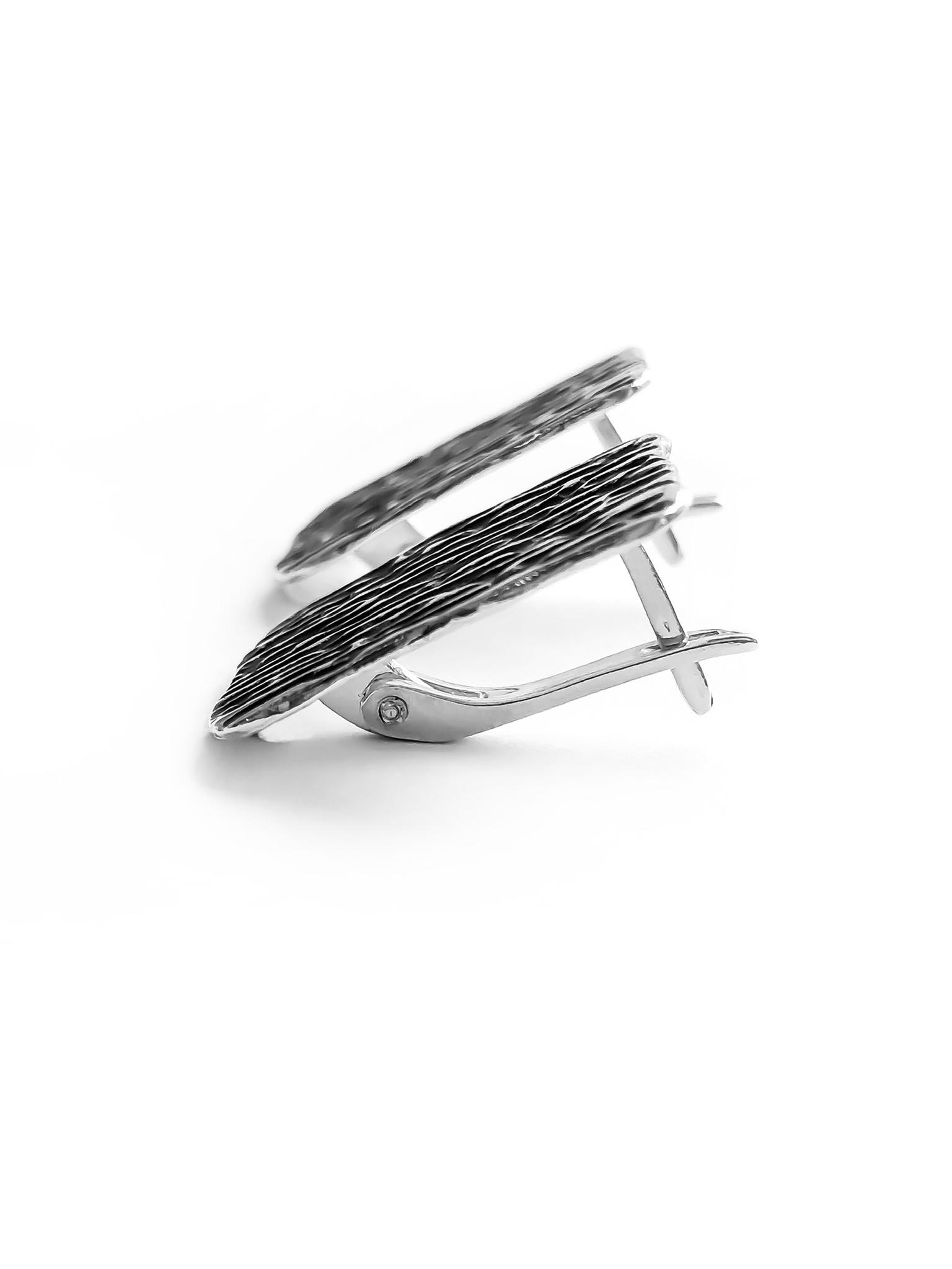 Серебряная фактурные прямоугольные серьги