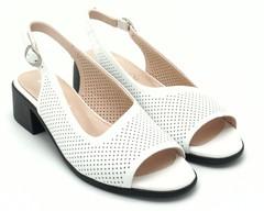 Белые кожаные босоножки на квадратном каблуке