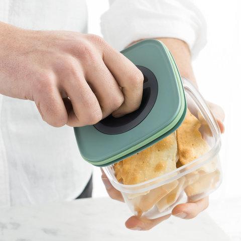 Контейнер для пищевых продуктов с герметизирующей крышкой 1,6л