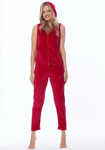 Красный велюровый костюм